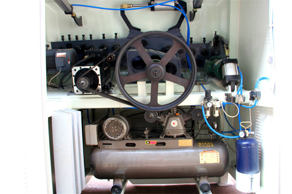 Plegadora CNC4
