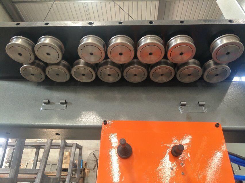 màquina doblegadora de barra d'acer cnc